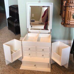Make up/ jewelry organizer